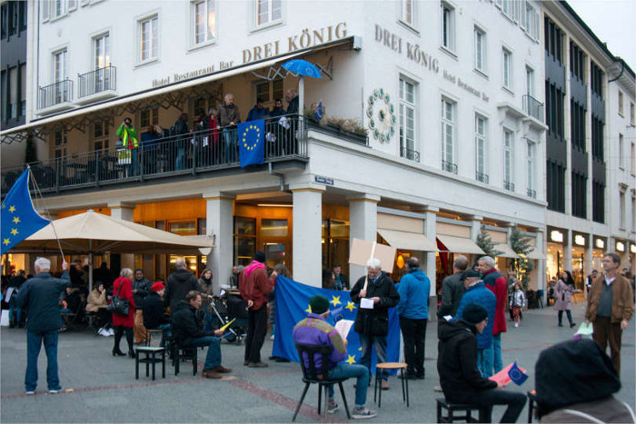 Balkon des Restaurants Drei König -  Copyright (c)  2018  Alexandros Panagiotopoulos. This work is licensed under a Creative Commons Attribution-Share Alike License. To view a copy of this license, visit